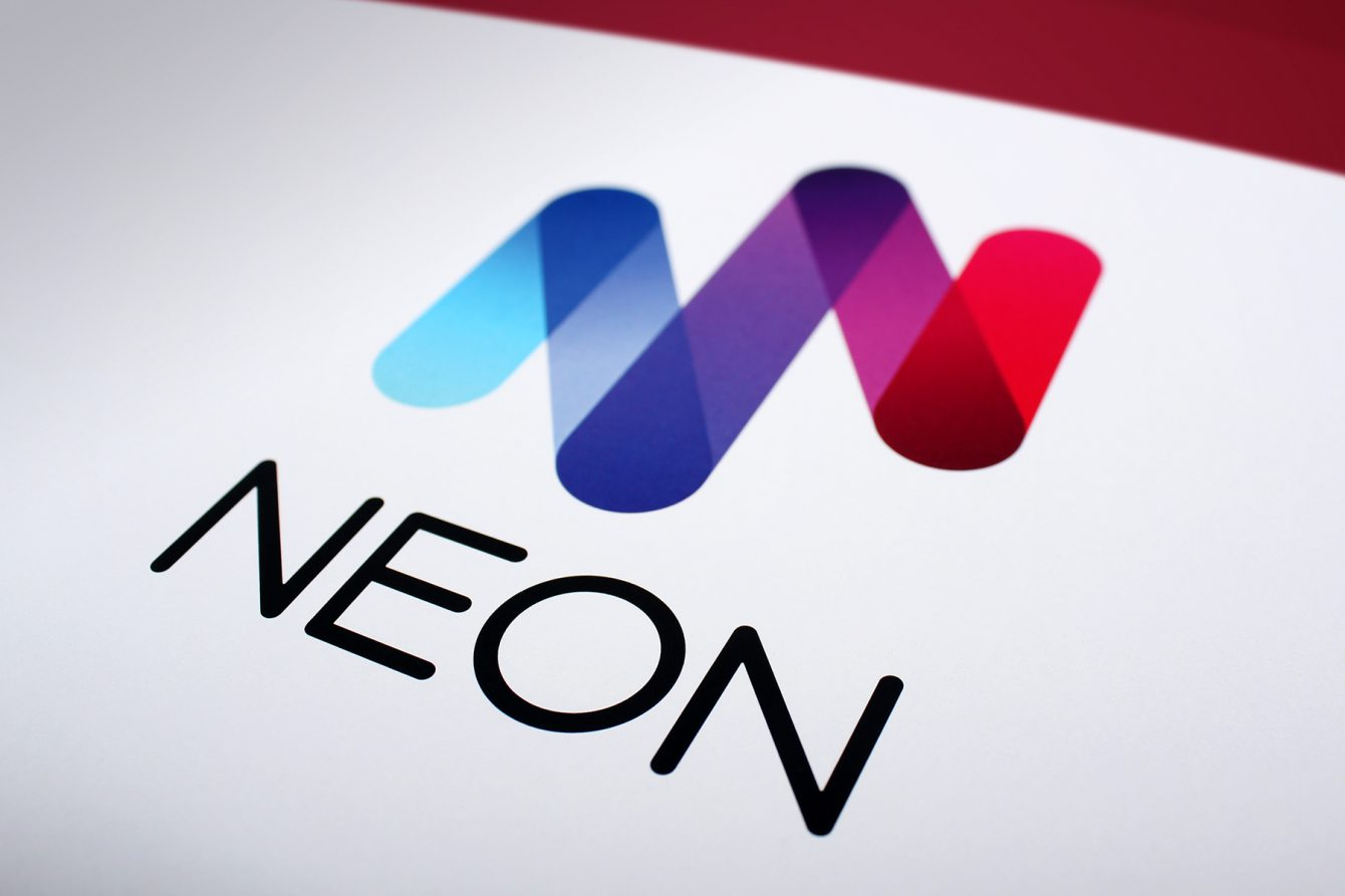 The final brand mark relies on hand cut rounded type, combined with a symbol which both reflects the initial N character as well as the tubular nature of Neon bulbs.
